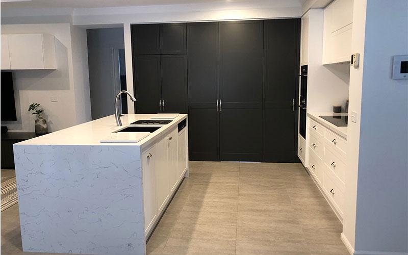 Black & White Kitchen Cabinet Colours Combination