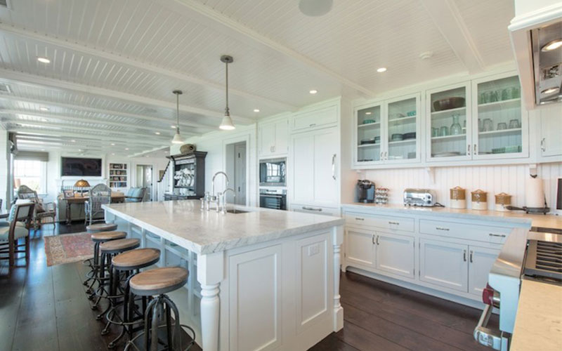 Hamptons Kitchen Island Benches stool out in the open